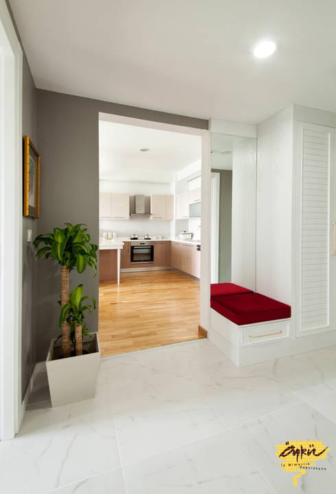 Paisajismo de interiores de estilo  por Öykü İç Mimarlık