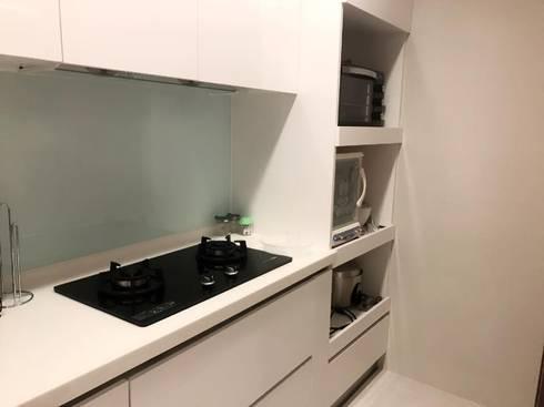 廚具電器櫃:  廚房 by 懷謙建設有限公司