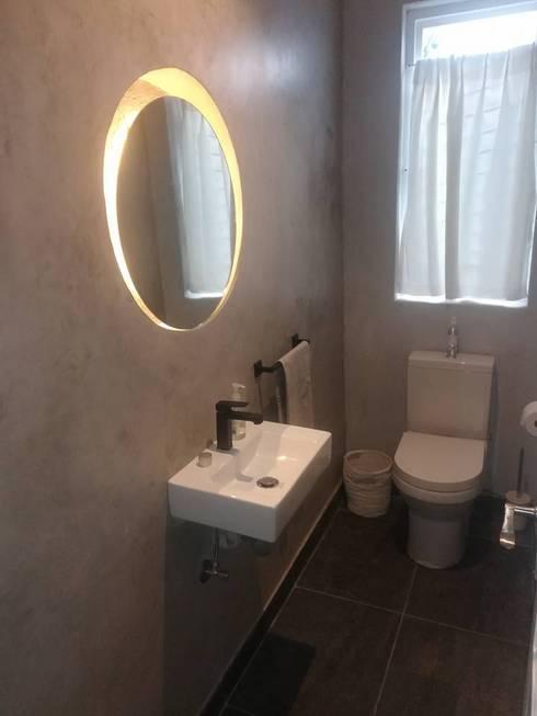 House Whitman : minimalistic Bathroom by PurespaceDesign