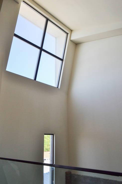 Casa RG - Ventana Estudio: Tragaluces de estilo  por SPAU [Servicios Profesionales de Arquitectura y Urbanismo S.C.]