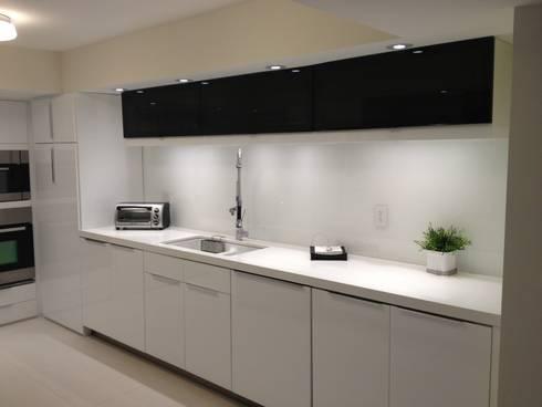 KITCHENS: modern Kitchen by KornerStone Design