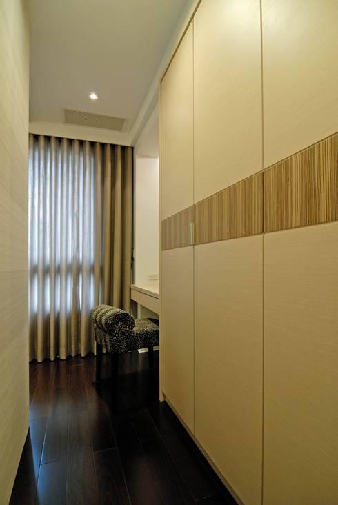 惠宇敦品張醫師:   by 築采設計 - Leve Interior Architects