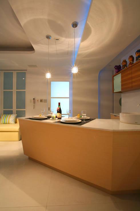 惠宇敦品張醫師-2:   by 築采設計 - Leve Interior Architects