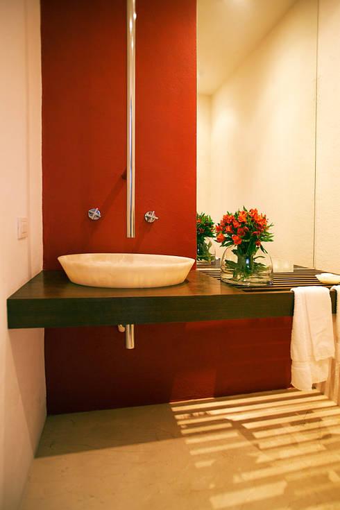 Baño: Baños de estilo  de Mayúscula Arquitectos