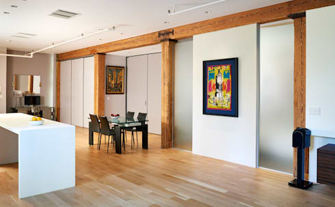 Soho Loft: modern Dining room by KUBE Architecture