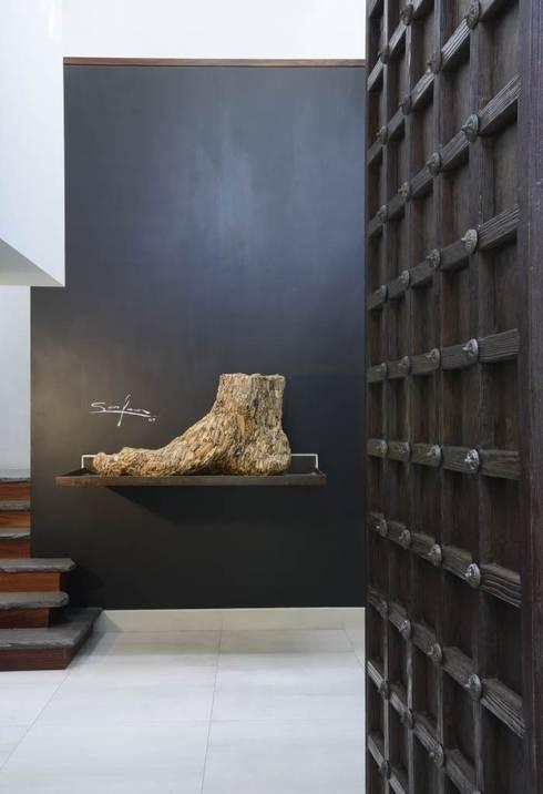 CASA SG.: Pasillos y recibidores de estilo  por Stuen Arquitectos
