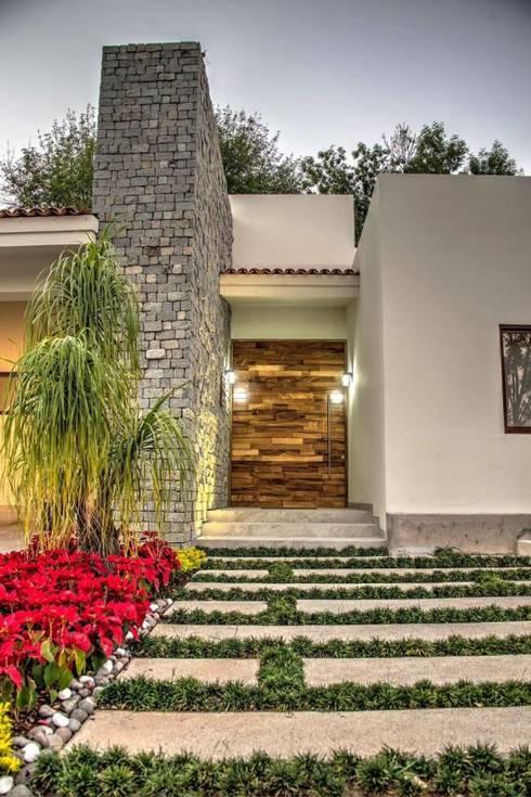 Puertas interiores de estilo  por Stuen Arquitectos