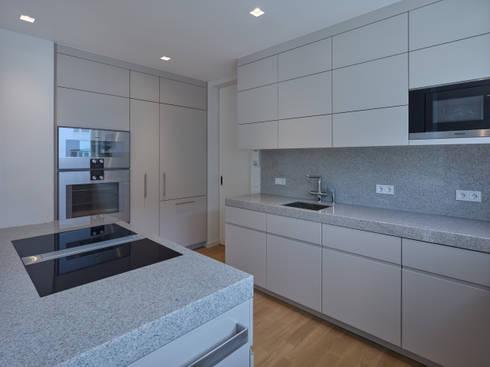 Traumküche mit viel Platz : moderne Küche von Koitka Innenausbau GmbH