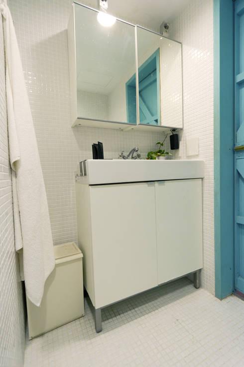 復古手感宅:  浴室 by 文儀室內裝修設計有限公司