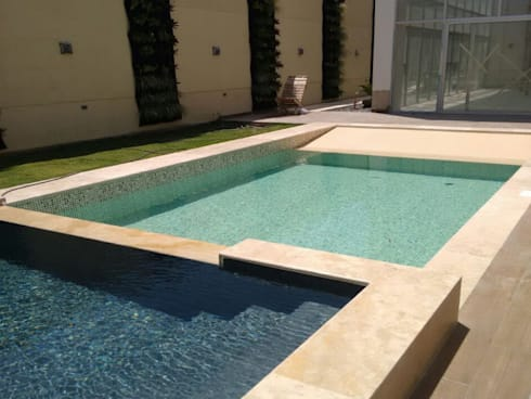 PISCINA CASA PRIVADA - BARRANQUILLA ATLANTICO: Piscinas de jardín de estilo  por Premier Pools S.A.S.