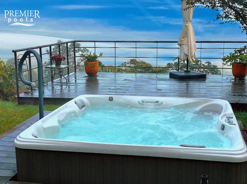 SPA PROPEL - 5 PERSONAS: Spa de estilo moderno por Premier Pools S.A.S.