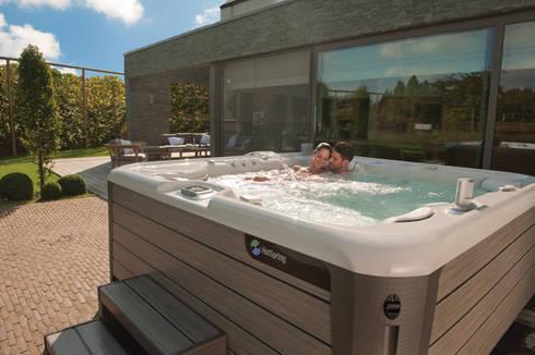 ENVOY - 5 ASIENTOS: Spa de estilo moderno por Premier Pools S.A.S.