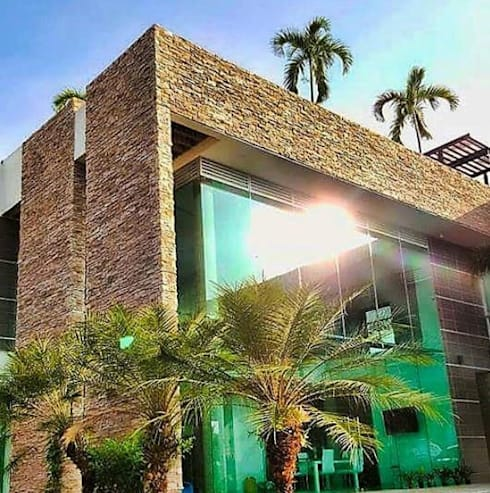 MURO EN TUNGURAHUA: Paredes de estilo  por Premier Pools S.A.S.