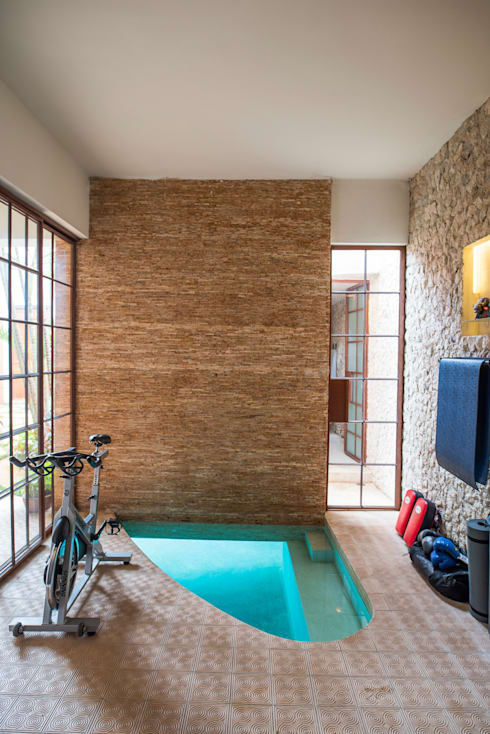 Gimnasios en casa de estilo  por Taller Estilo Arquitectura