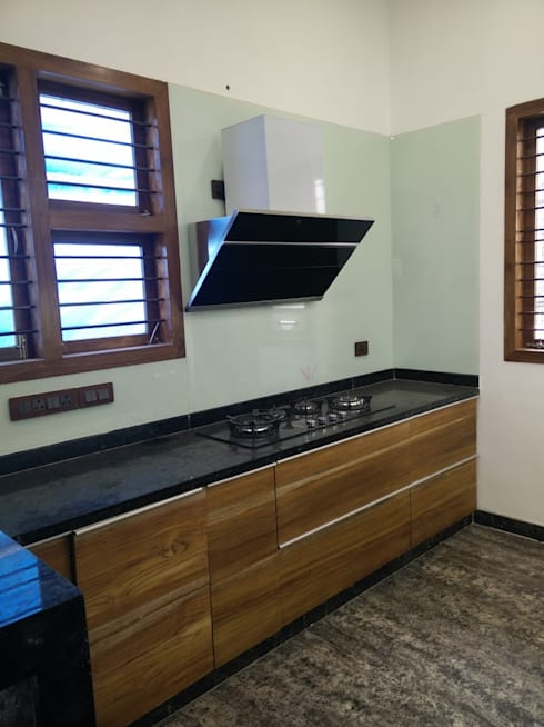 Teak Wood Kitchen Cabinet:  Kitchen by Geometrixs Architects & Engineers
