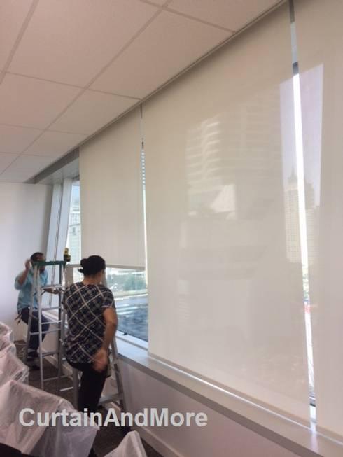 Saint Honore (Bangkok) Co.,Ltd :  ห้องทำงานและสำนักงาน by CurtainAndMore