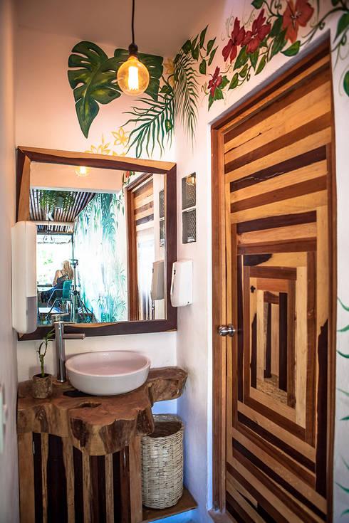 Fresco Hábito - Alamillo Design Studio: Baños de estilo  por Alamillo Design Studio