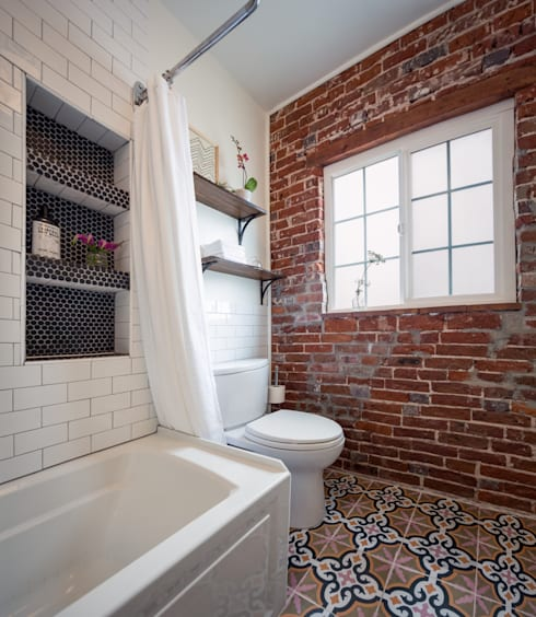 Pattern and Texture:  A Bold, Yet Simple, Bathroom: eclectic Bathroom by Laura Medicus Interiors