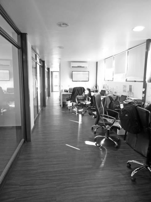 Oficinas Modulares Transportables: Pasillos y hall de entrada de estilo  por m2 estudio arquitectos