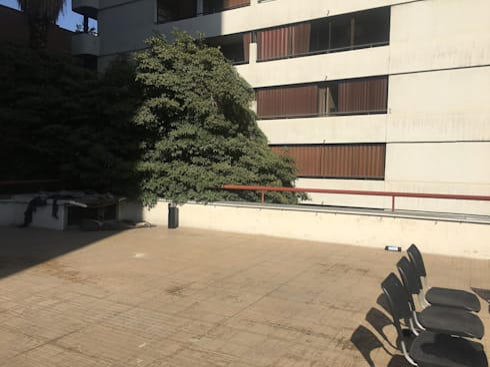 ANTES Terraza Oficina Forum :  de estilo  por Kaa Interior