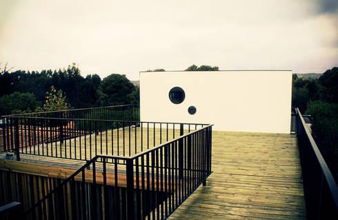 Restaurant Algarrobo: Terrazas  de estilo  por m2 estudio arquitectos