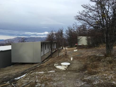 Modulos Prefabricados Staff Hotel Awasi Patagonia: Casas de estilo industrial por m2 estudio arquitectos