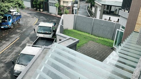 自地自建案(照片建構中):  前院 by 艾莉森 空間設計