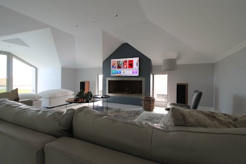 Living Room: modern Living room by Projector & Sound Services (PTY) Ltd