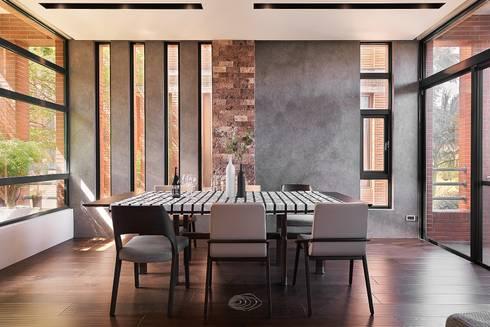 美式休閒渡假別墅:  餐廳 by 層層室內裝修設計有限公司