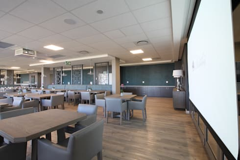 Dining Area Projector:  Commercial Spaces by Projector & Sound Services (PTY) Ltd