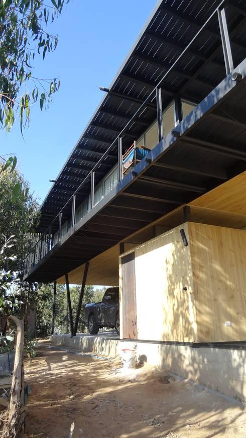 Casa QV: Casas de estilo mediterraneo por m2 estudio arquitectos