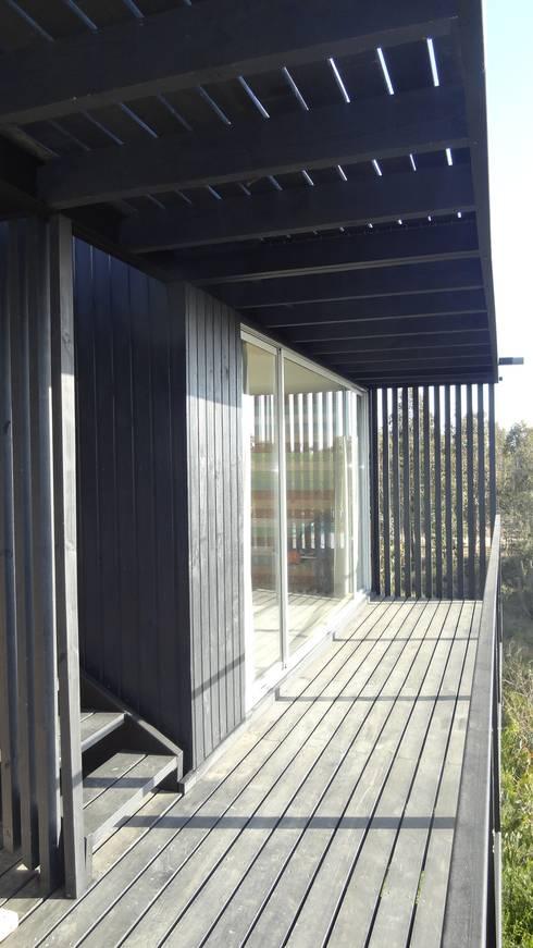 Casa QV: Terrazas  de estilo  por m2 estudio arquitectos