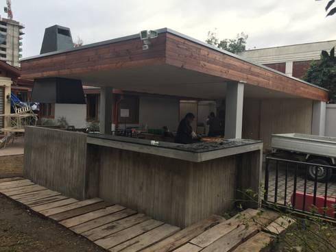 Quincho Hannover, La Reina: Jardín de estilo  por m2 estudio arquitectos
