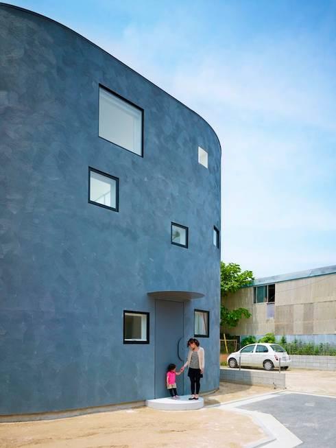 光舞台の家: FUTURE STUDIOが手掛けた家です。