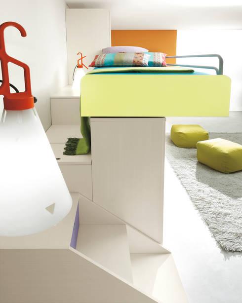 Furlan letto a ponte : Camera da letto in stile in stile Eclettico di ROOM 66 KITCHEN&MORE