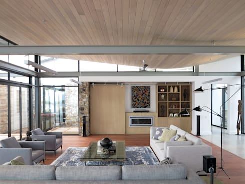 Living Room: modern Living room by Van der Merwe Miszewski Architects