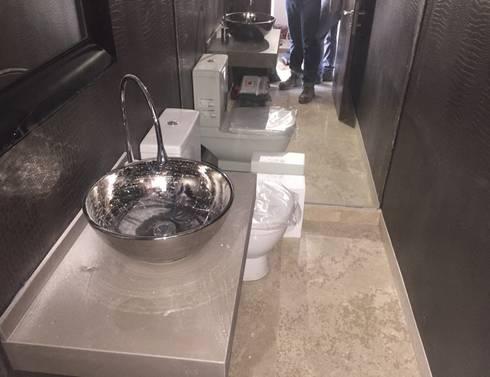 Baño: Baños de estilo moderno por MAC SPA
