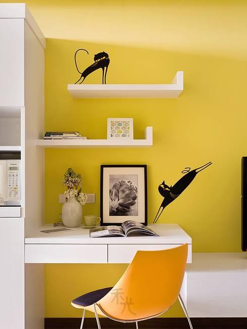 幸福「貓」寓所:  書房/辦公室 by 禾光室內裝修設計 ─ Her Guang Design