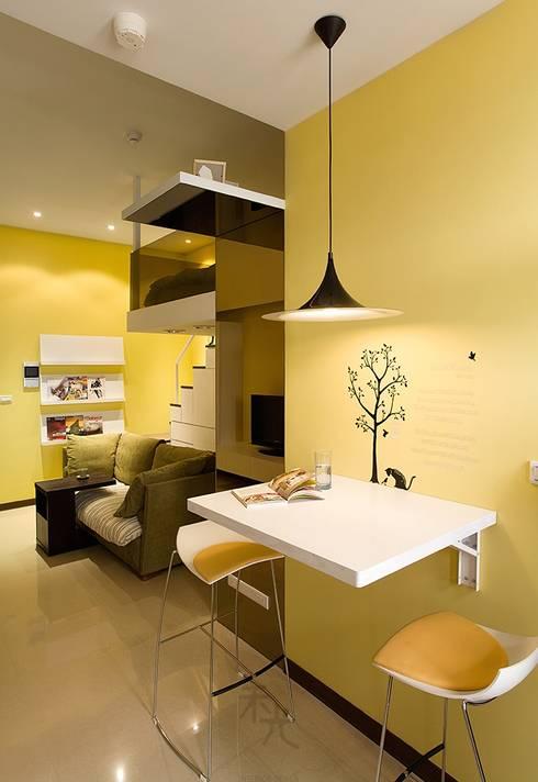 幸福「貓」寓所:  餐廳 by 禾光室內裝修設計 ─ Her Guang Design