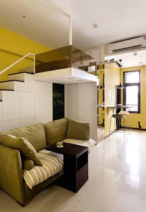幸福「貓」寓所:  客廳 by 禾光室內裝修設計 ─ Her Guang Design