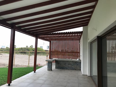 CASA CORREA – SERENA GOLF: Terrazas  de estilo  por VASGO