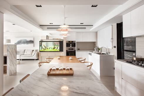 Dining Room:  Ruang Makan by March Atelier