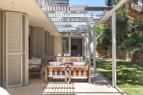 The Stoep:  Patios by Van der Merwe Miszewski Architects