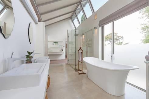 Free Standing Bath & Natural Light: modern Bathroom by Van der Merwe Miszewski Architects