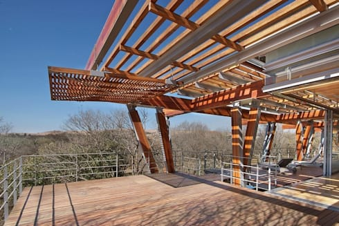 Timber Deck & Pergola:  Patios by Van der Merwe Miszewski Architects