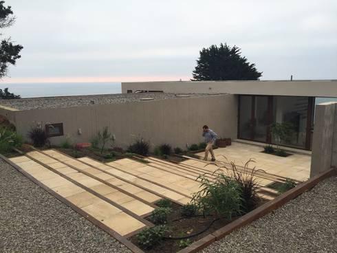 CASA RZ: Casas unifamiliares de estilo  por KOMMER ARQUITECTOS