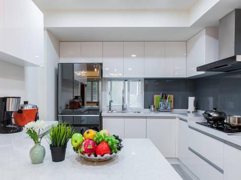 日常的溫度 木質調:  廚房 by 好室佳室內設計