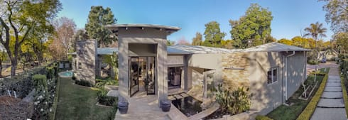 A Grand Entrance :  Bungalows by Spegash Interiors