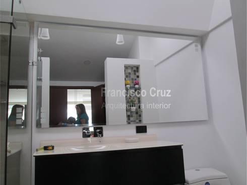 Espejo de cristal :  de estilo  por Francisco Cruz Arquitectura interior