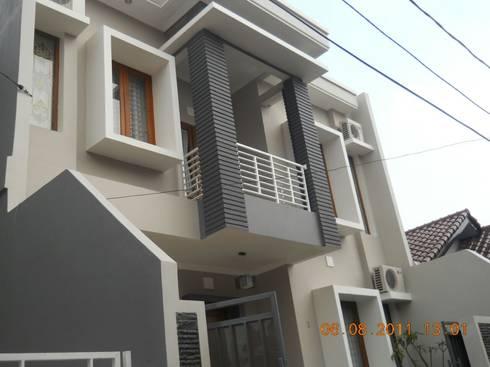 Rumah Tinggal di Tebet , Jakarta Selatan:  Rumah by Amirul Design & Build